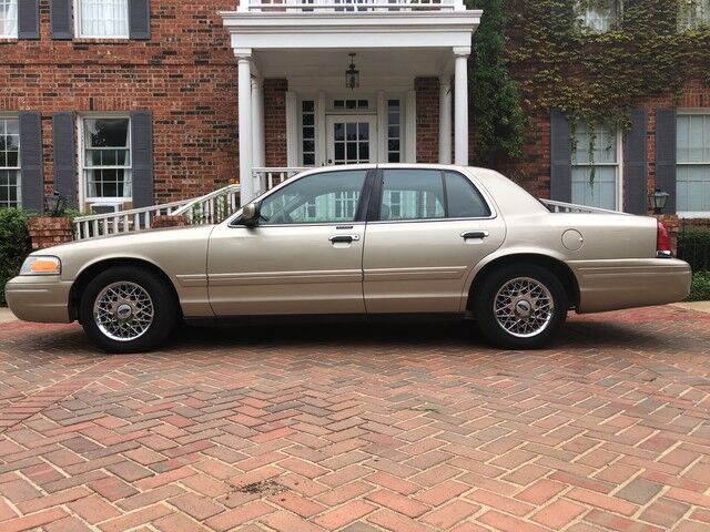 1999 Ford Crown Victoria LX 2-owners EXCELLENT CONDITION MUST C & DRIVE Arlington TX