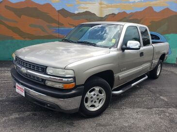 2000_Chevrolet_Silverado 1500_LS Ext. Cab 4-Door Short Bed 4WD_ Saint Joseph MO