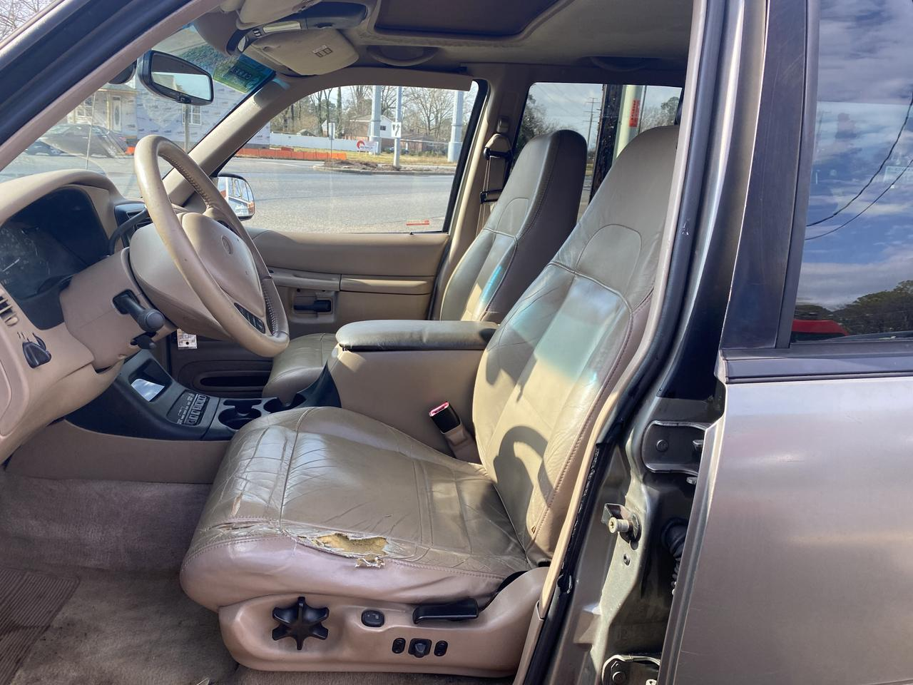 2000 FORD EXPLORER EDDIE BAUER, WHOLESALE TO THE PUBLIC, LEATHER, HEATED SEATS, PARKING SENSORS, SUNROOF! Norfolk VA