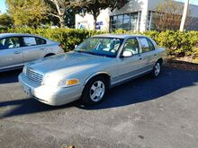 2000_Ford_Crown Victoria__ Gainesville FL