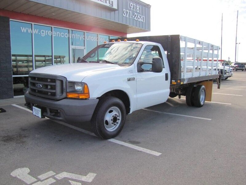 2000 Ford Super Duty F-350 DRW V10 Stake Flatbed w/ Lift Gtae