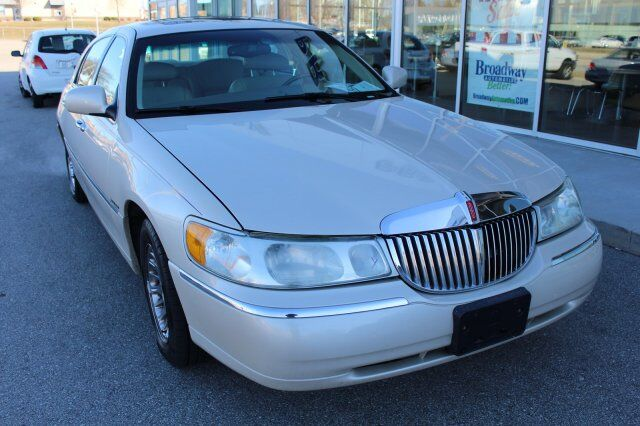 2000 Lincoln Town Car Cartier Green Bay WI
