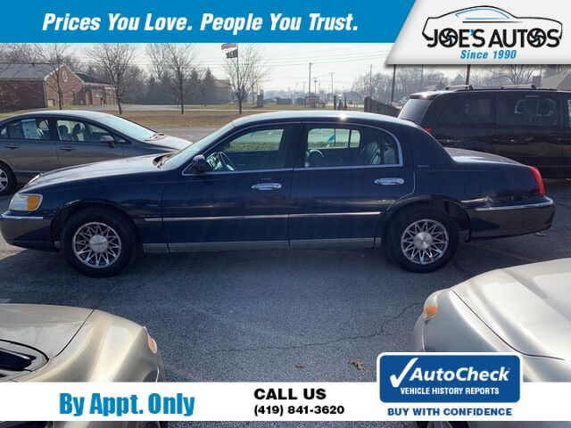 2001 LINCOLN TOWN CAR SIGNATURE Toledo OH