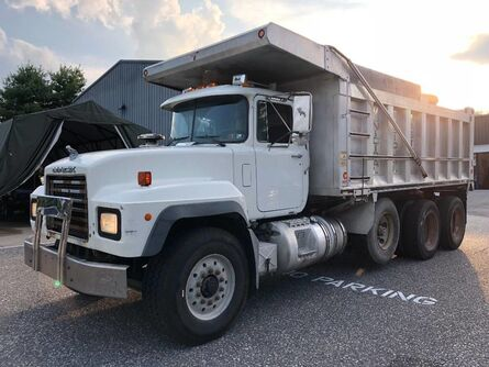 Mack RD688S Dump Truck  2002