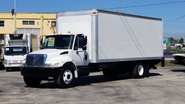 2003 International 4300 24' Dry Box Truck with 2500 Lbs lift gate