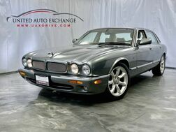 2003_Jaguar_XJ_XJR 4.0L Supercharged V8 ** Serviced** Brand new Brake & Rotors / Alpine Premium Sound System / Parking Aid / Sunroof / Power Doors and Windows_ Addison IL