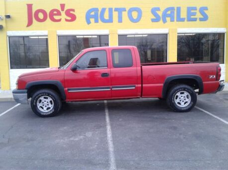 2004_Chevrolet_Silverado 1500_Ext. Cab Short Bed 4WD_ Indianapolis IN
