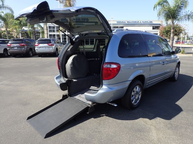 2004 FMI Chrysler Town & Country Limited w/ Power Ramp Anaheim CA