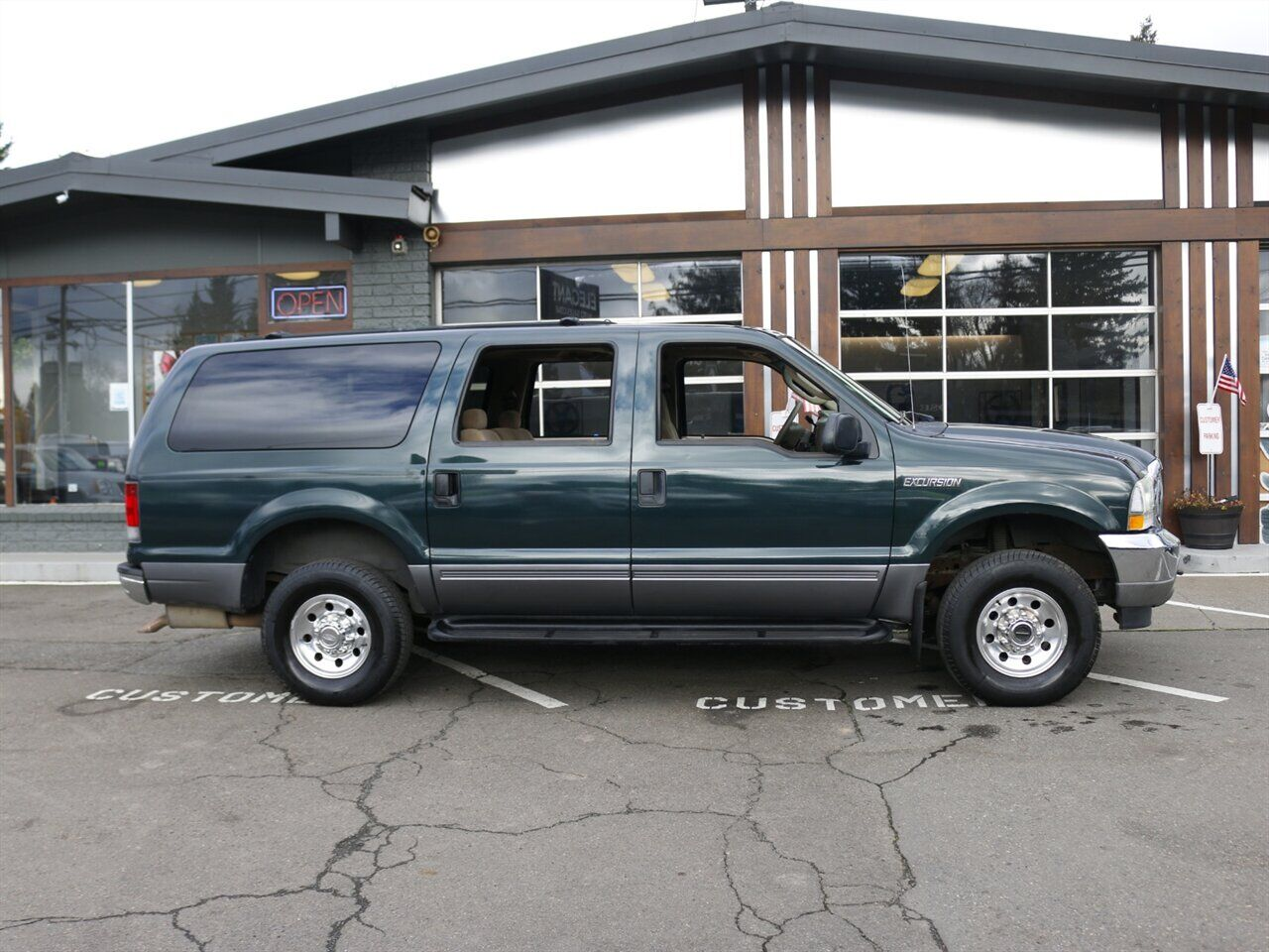 2004 Ford Excursion XLT / 4X4 / NEW ENGINE / 3RD ROW Beaverton OR