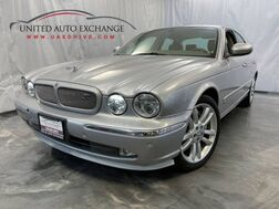 2004_Jaguar_XJ_XJR / 4.2L Supercharged V8 Engine / RWD / Sunroof / Navigation / Rear Entertainment / Heated Front and Rear Seats / Touch Screen / ALPINE Sound System_ Addison IL