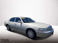 2004_Lincoln_Town Car_Ultimate_ Orlando FL