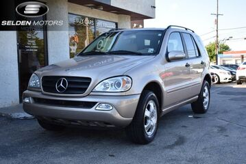 2004_Mercedes-Benz_ML350_4Matic_ Conshohocken PA