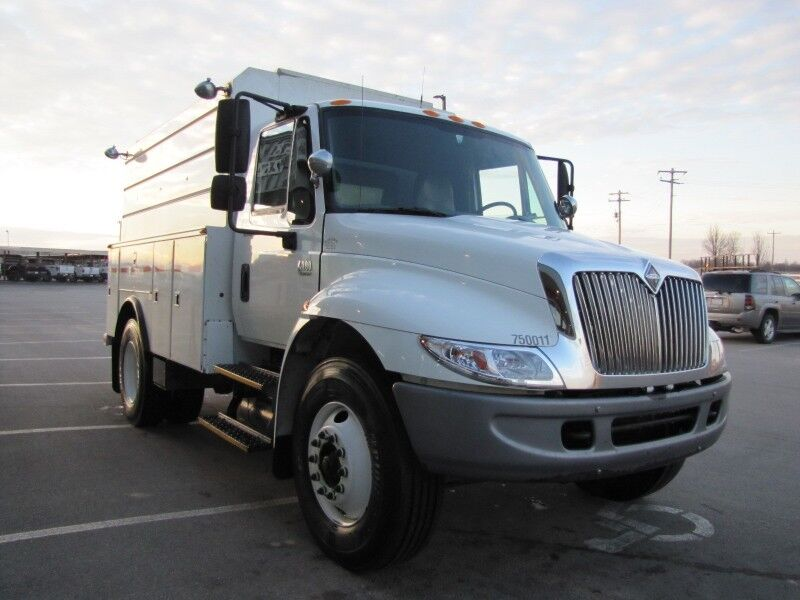 2004 No Make 4300 DT 466 Diesel Utility Collinsville OK