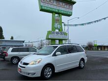 2004_Toyota_Sienna_XLE_ Eugene OR