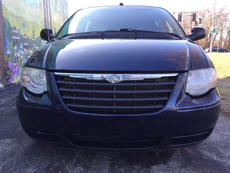 2005 CHRYSLER TOWN & COUNTRY TOURING Toledo OH