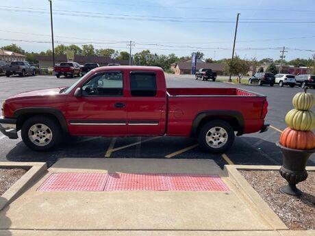 2005 Chevrolet Silverado 1500 LS Ext. Cab Short Bed 2WD Jacksonville IL