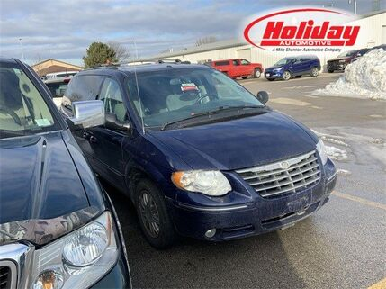 2005_Chrysler_Town & Country_Limited_ Fond du Lac WI