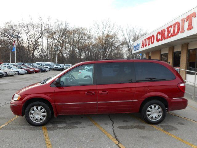 2005 Chrysler Town & Country Touring Green Bay WI