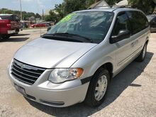 2005_Chrysler_Town & Country_Touring_ St. Joseph KS