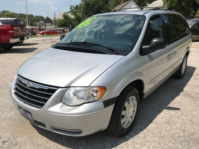 2005 Chrysler Town & Country Touring St. Joseph KS