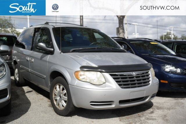 2005 Chrysler Town & Country Touring Miami FL