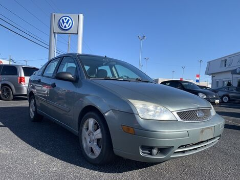 2005_Ford_Focus_ZX4 ** LEATHER SUNROOF ** CLEAN CARFAX **_ Salisbury MD