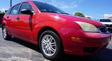2005_Ford_Focus_ZX5_ Moore SC