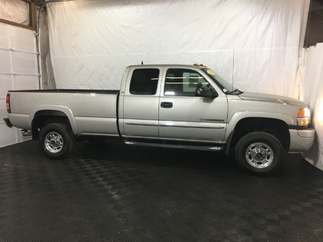 2005 GMC Sierra 2500HD SLE Ext. Cab Long Bed 2WD Middletown OH