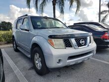 2005_Nissan_Pathfinder_SE Off Road_  FL