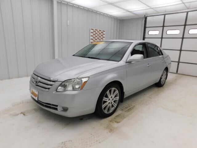 2005 Toyota Avalon 4dr Sdn XL Manhattan KS
