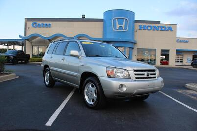 2005_Toyota_Highlander_4dr V6 4WD Limited w/3rd Row_ Richmond KY