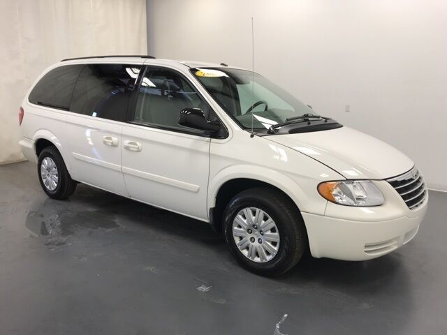 2006 Chrysler Town & Country LX Holland MI