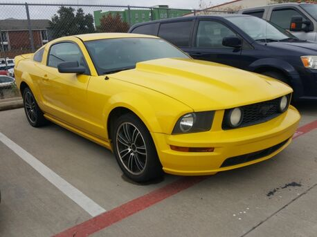 2006_Ford_Mustang_GT Deluxe /POWER DR SEATS/CRUISE/P2_ Euless TX