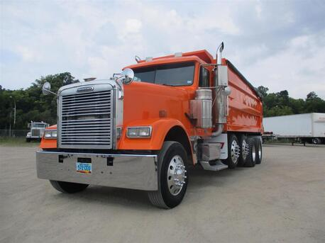 2006_Freightliner_FLD132 Classic XL__ Eau Claire MN