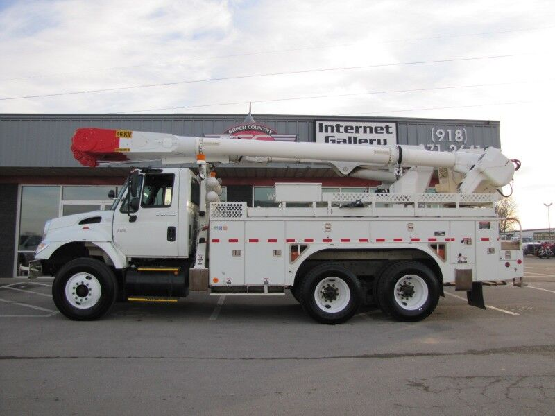 2006 INTERNATIONAL 7400 DT570 Bucket Truck Collinsville OK