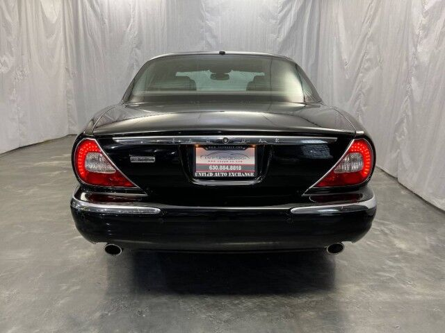 2006 Jaguar XJ XJ8 /4.2L V8 Engine / RWD / Sunroof / Front and Rear Heated Leather Seats / SIRIUS XM Equipped Addison IL