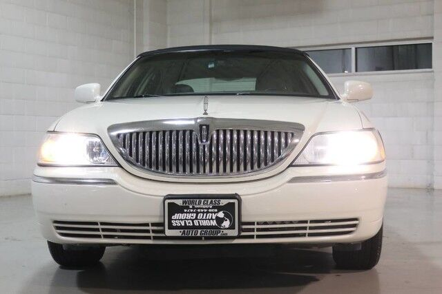 2006 Lincoln Town Car Signature - WOOD GRAIN INTERIOR POWER LEATHER SEATS PARKING SENSORS ALLOY WHEELS ADJUSTABLE PEDLES POWER MIRRORS & LOCKS Chicago IL