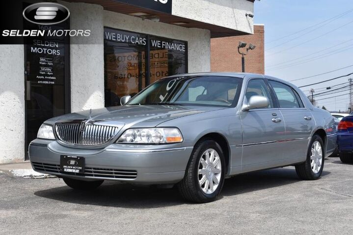2006_Lincoln_Town Car_Signature Limited_ Conshohocken PA