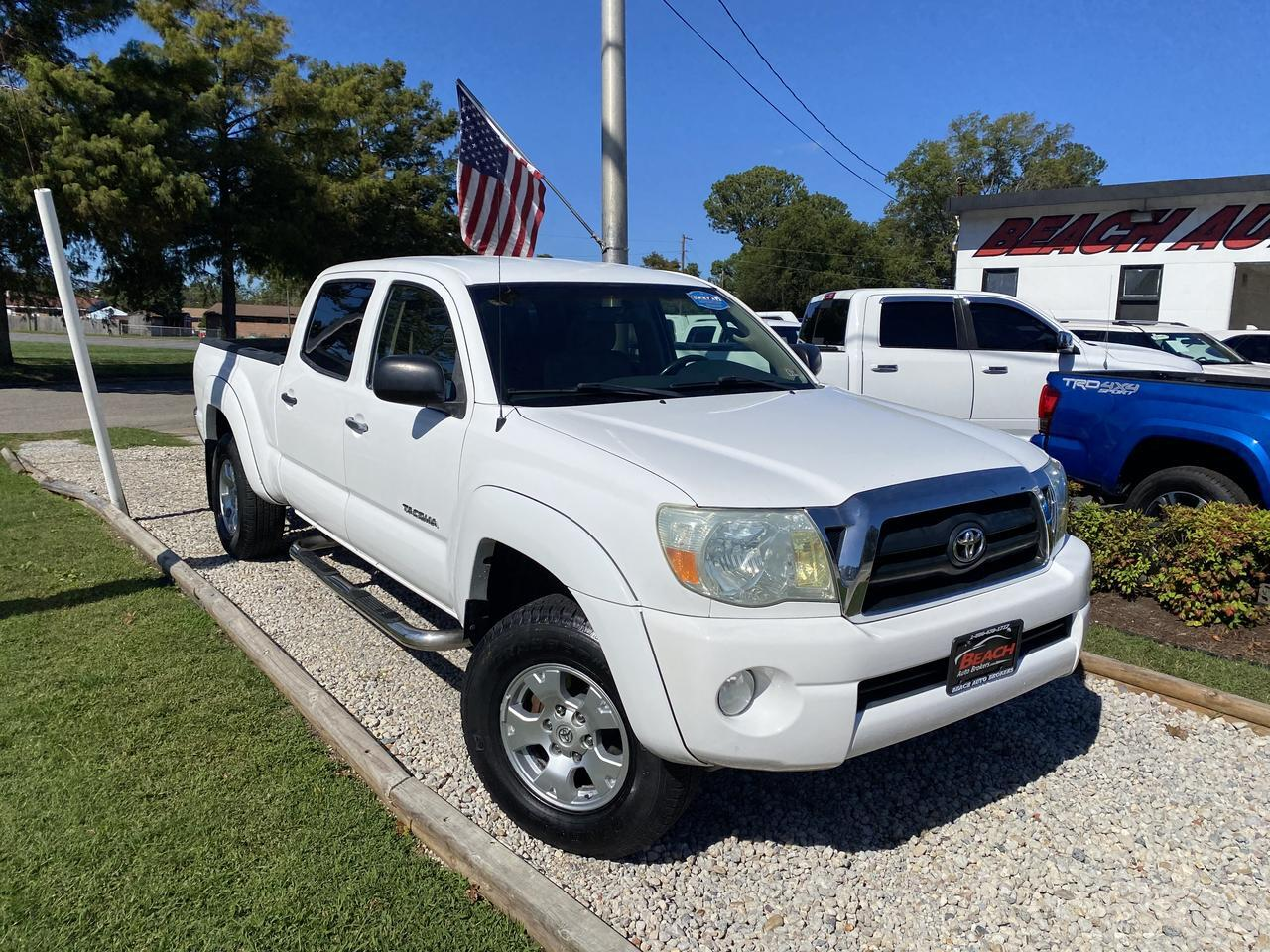 2006 TOYOTA TACOMA SR5 DOUBLE CAB 4X4, WARRANTY, AUX/USB PORT, A/C, CRUISE CONTROL, RUNNING BOARDS, CLEAN CARFAX! Norfolk VA