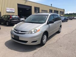 2006_Toyota_Sienna_LE_ Cleveland OH