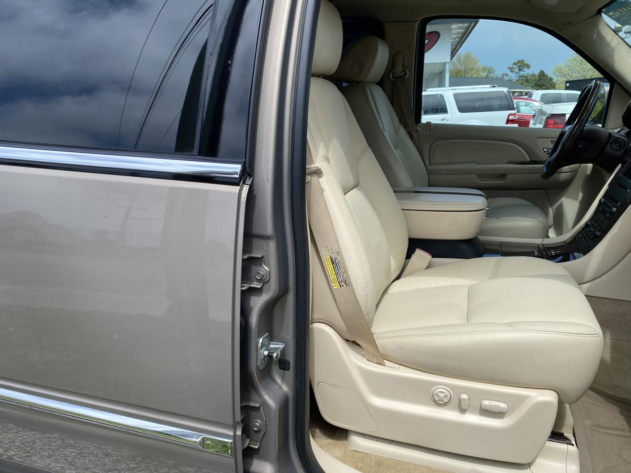 2007 CADILLAC ESCALADE ESV, WARRANTY, LEATHER, NAV, HEATED/COOLED SEATS, DVD PLAYER, FULLY LOADED, CLEAN CARFAX, LOW MILES! Norfolk VA