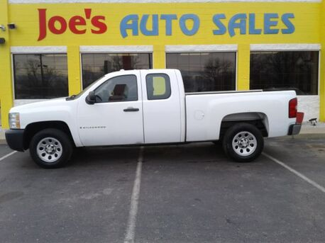 2007_Chevrolet_Silverado 1500_Work Truck Ext. Cab Short Box 2WD_ Indianapolis IN