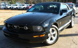 Ford Mustang w/ LEATHER SEATS 2007