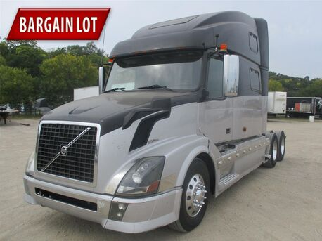 2007_Volvo_VNL64T780_Raised Roof_ Eau Claire MN