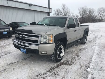 2008_Chevrolet_Silverado 1500_LT1 Ext. Cab Short Box 4WD_ Sioux Falls SD