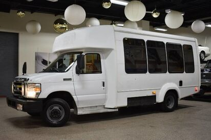 2008_Ford_Econoline_E-450 Cutaway BUS w/Lift_ Boston MA