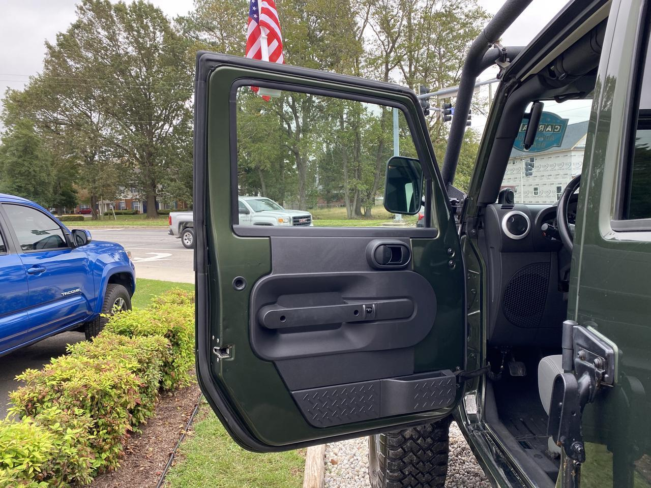 2008 JEEP WRANGLER UNLIMITED SAHARA 4X4, WARRANTY, LIFTED, MANUAL, NAVIGATION, WICKED JEEP WITH LOW MILES, MUST SEE!!! Norfolk VA