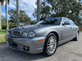 2008_Jaguar_XJ_L_ Hollywood FL