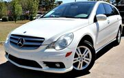 2008 Mercedes-Benz R350 w/ NAVIGATION, LEATHER SEATS, & PANORAMIC ROOF