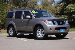 2008_Nissan_Pathfinder_LE_ California